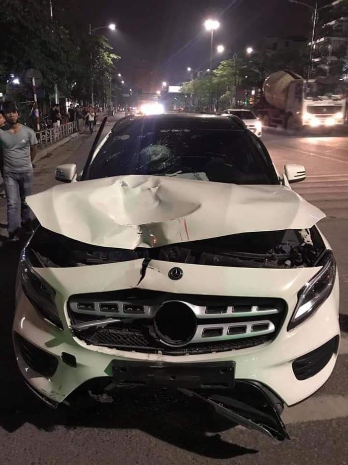 Chiếc xe ô tô gây tai nạn bị lực lượng công an bắt giữ.