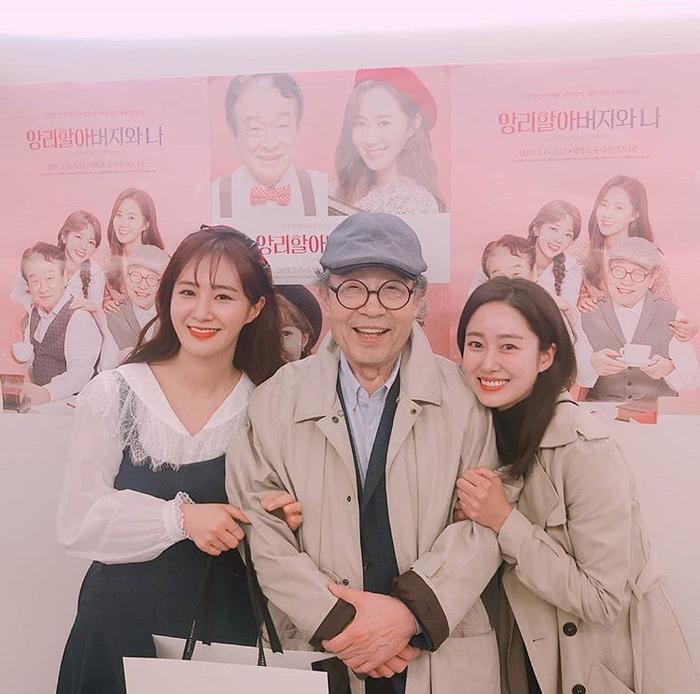 """Jeon Hye Bin đến ủng hộ vở nhạc kịch """"The Student and Mr. Henry"""" của Yuri (SNSD)."""