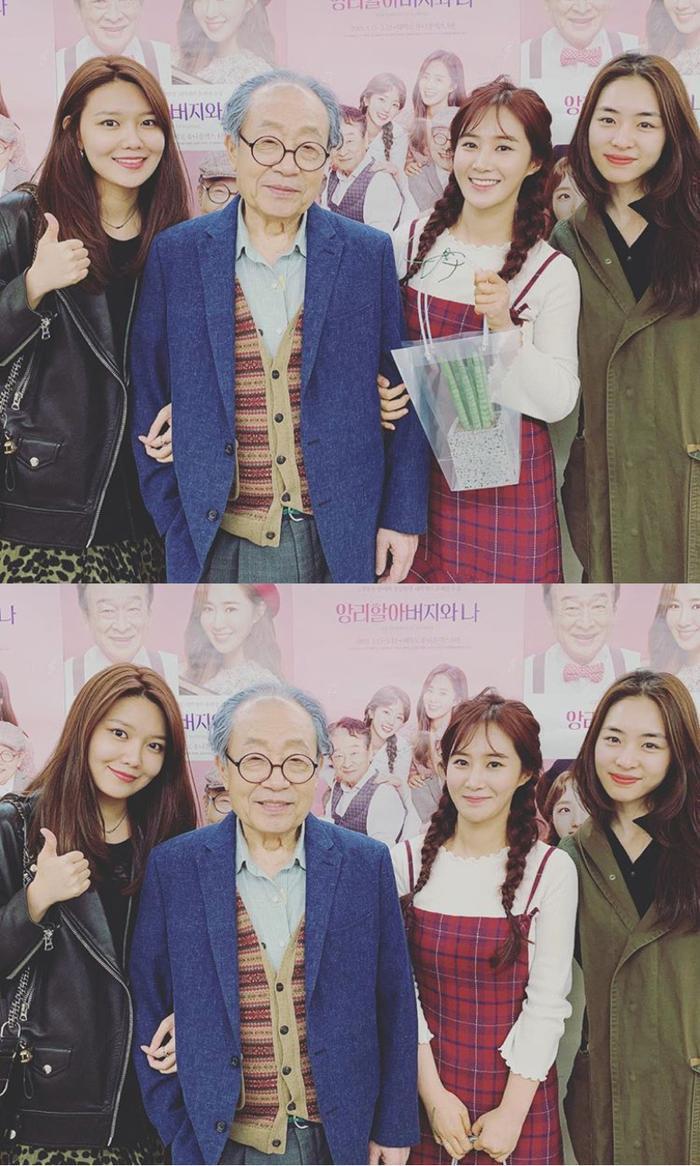 Soo Young và diễn viên Lee Yeon Hee cũng đã đến cổ vũ cho đồng nghiệp của mình.