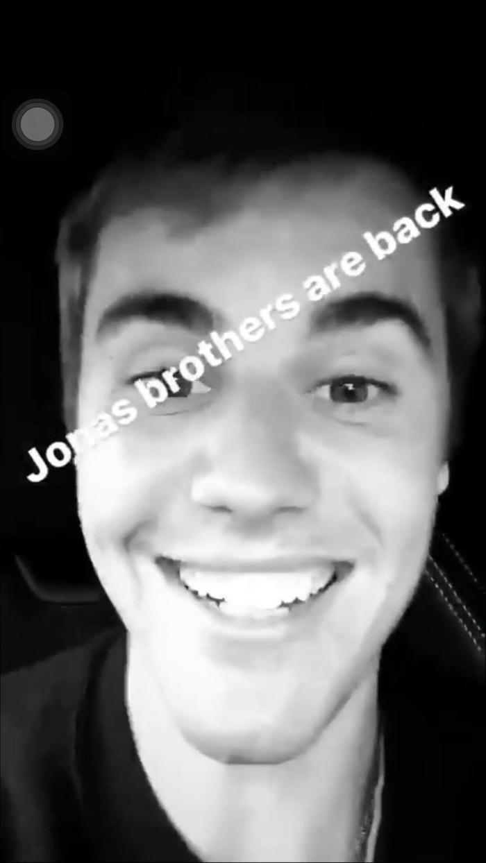 Ca khúc dường như đã khơi dậy một nguồn nhựa sống trong Justin. Anh chàng đã thể hiện những cảm xúc khá tích cực trong đoạn clip.
