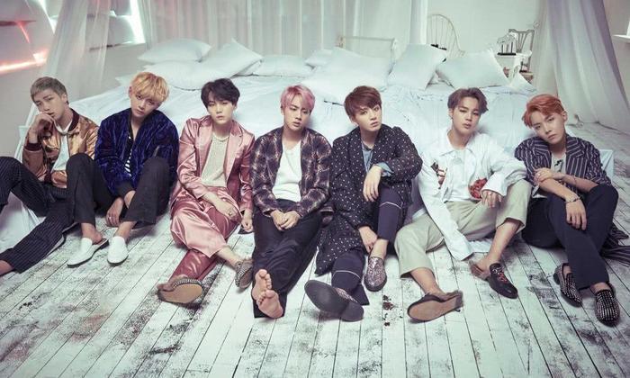 Big Hit vừa có hành động cực gắt khi hàng loạt đồ chợ cộp mác được bày bán tràn lan bên ngoài các buổi hoà nhạc của BTS ảnh 1