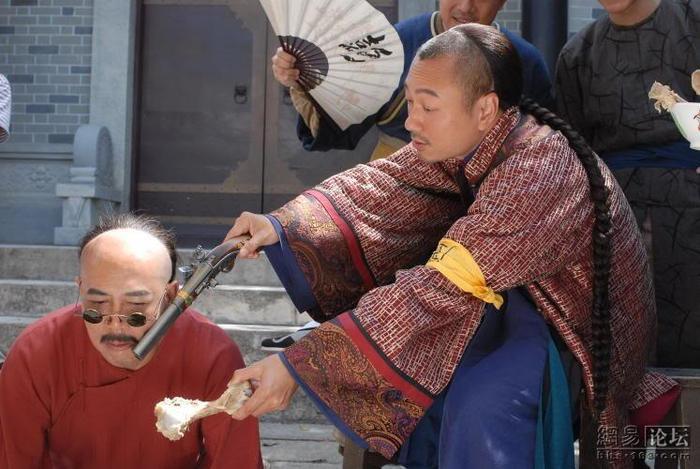 """Nhân vật Sài Cửu: """"Tôi Sài Cửu từ nay về sau phải ăn gạo trắng thượng hạng, gạo du niêm, gạo trân châu"""" - phim """"Xứng danh tài nữ """" 2009."""