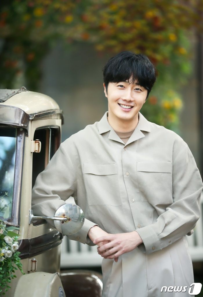 Jung Il Woo.