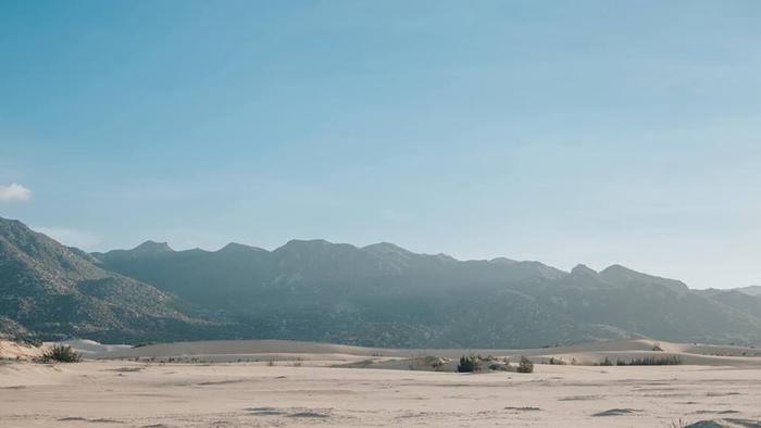Vẻ khô hạn và những gì đặc sắc nhất của Ninh Thuận cũng thể hiện qua những đồi cát này