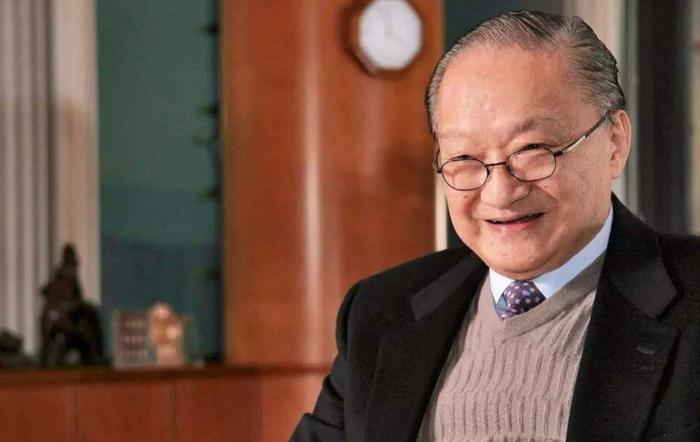 Ba nhân vật mà Kim Dung hài lòng nhất: 2 người đã trở thành Thiên vương ảnh đế còn một người vẫn phòng không gối chiếc ảnh 0