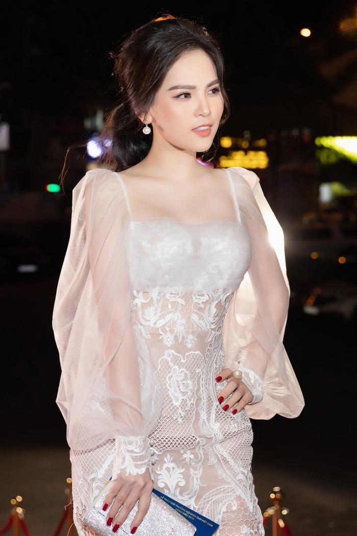 Nhan sắc xinh đẹp của hotgirl Phi Huyền Trang.
