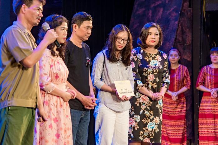 Một số tổ chức cũng đã trao quỹ hỗ trợ với hy vọng giúp đỡ hai con chị Yến.