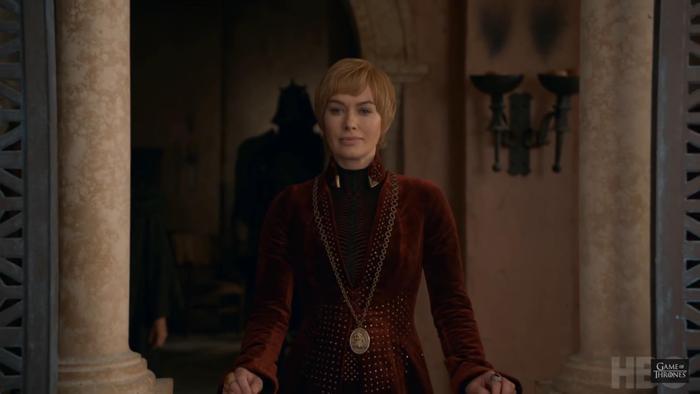 Cersei vẫn giữ nét mặt thản nhiên không chút gợn sóng.