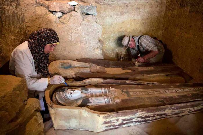 Hai xác ướp được tìm thấy thuộc về hai vị linh mục dưới thờivua Khafre.
