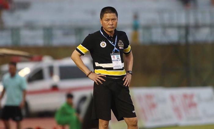 HLV Chu Đình Nghiêm bị CLB Bình Dương phản pháo sau nhận xét khá sốc trong cuộc họp báo tối ngày 5/5. Ảnh: CLB Hà Nội