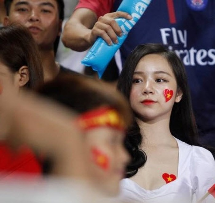 Xuất hiện gợi cảm trên khán đài cổ vũ trongtrận đấu giữa U23 Việt Nam với U23 Palestine ở sân vận động Mỹ Đình