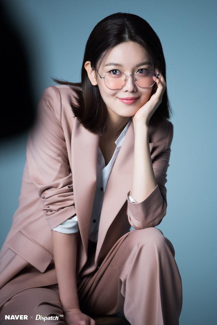 Sooyoung chính thức ký hợp đồng với công ty Saram Entertainment và theo đuổi sự nghiệp diễn xuất.