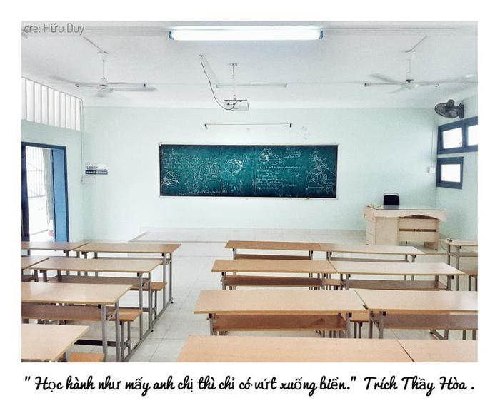 Bàn học, phấn trắng, bảng đen, cả lời thầy cô giáo năm nào vẫn mãi vang bên tai… có lẽ, đây là những ký ức đẹp nhất thời sinh viên, dù sau này có làm gì, là ai, chúng ta vẫn không bao giờ quên năm tháng ấy.