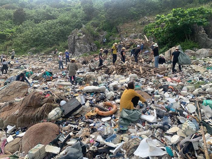 Đây là hình ảnh bãi rác trong ngày đầu tiên