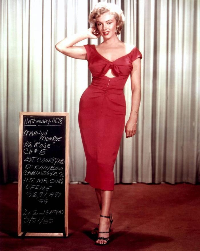 Biểu tượng cho chiếc váy ôm bó sát quyến rũ thời ấy – Marinlyn Monroe
