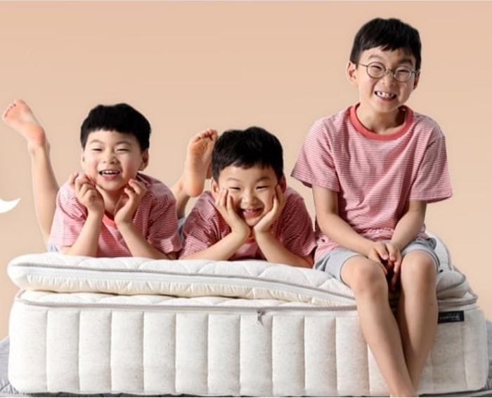 Daehan Minguk Manse tỏ lòng biến ơn, tự làm thiệp tặng Song Il Gook trong Ngày cha mẹ ảnh 4