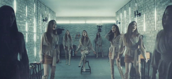 """""""Nhiều Taeyeon"""" trong một phân cảnh MV."""