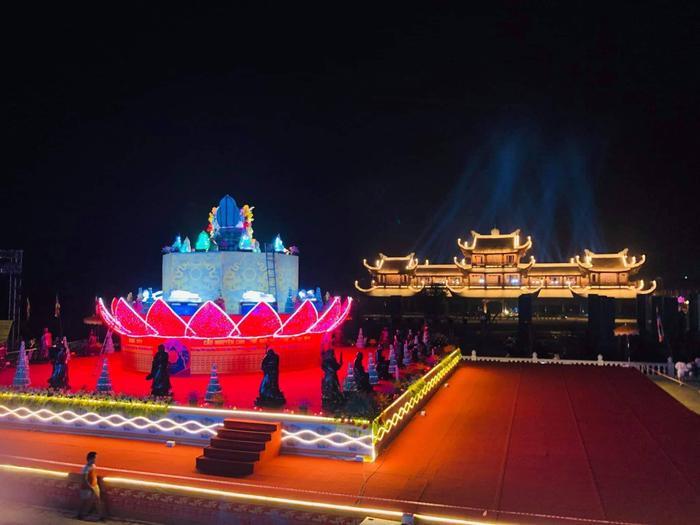Đại lễ Vesak 2019 còn có các hoạt động văn hóa như: tắm Phật truyền thống; cầu nguyện quốc thái dân an; hoa đăng cầu nguyện hòa bình thế giới; triển lãm cổ vật phật giáo; diễu hành xe hoa; ra mắt mạng xã hội Phật giáo Butta.vn…