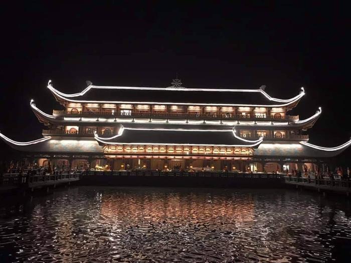 Theo hòa thượng Thích Đức Thiện, Phó chủ tịch Giáo hội Phật giáo, Tổng thư ký Vesak 2019, có 1.650 đại biểu quốc tế từ 112 quốc gia và vùng lãnh thổ tham dự, trong đó nhiều vị tăng vương, tăng thống, lãnh đạo giáo hội, nhà nghiên cứu… Hơn 20.000 đại biểu là phật tử, nhân dân trong nước cùng dự.