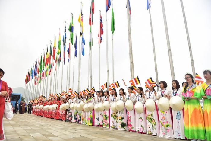 Theo Ban Tổ chức, Vesak 2019 ghi nhận số lượng lãnh đạo cấp cao, khách quốc tế tham dự kỷ lục, với hơn 1.650 chức sắc và lãnh đạo các giáo hội, nhà nghiên cứu… đến từ hơn 112 quốc gia và vùng lãnh thổ, trong đó có nhiều lãnh đạo cấp cao các nước đến tham dự như: Tổng thống Myanmar, Thủ tướng Nepal, Phó Tổng thống Ấn Độ, Chủ tịch Thượng viện Bhutan, Phó Tổng Thư ký Liên Hợp Quốc… Hơn 20.000 đại biểu là phật tử, nhân dân trong nước cùng dự.