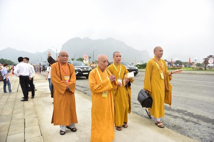 """Đại lễ Phật đản LHQ 2019 - Phật lịch 2563 có chủ đề """"Cách tiếp cận của Phật giáo về sự lãnh đạo toàn cầu và trách nhiệm chia sẻ vì xã hội bền vững"""". Đây là lần thứ 3 Việt Nam đăng cai tổ chức Đại lễ Vesak với số lượng quốc gia tham dự nhiều nhất, nhiều tham luận nhất."""