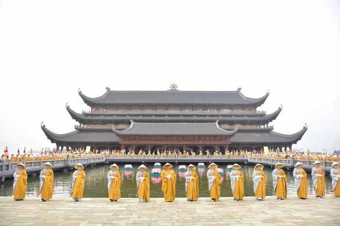 Sáng 12/5, Đại lễ Phật đản Liên Hợp Quốc - Vesak 2019 chính thức khai mạc tại chùa Tam Chúc, thị trấn Ba Sao, huyện Kim Bảng, tỉnh Hà Nam với sự tham gia của hơn 20.000 đại biểu.