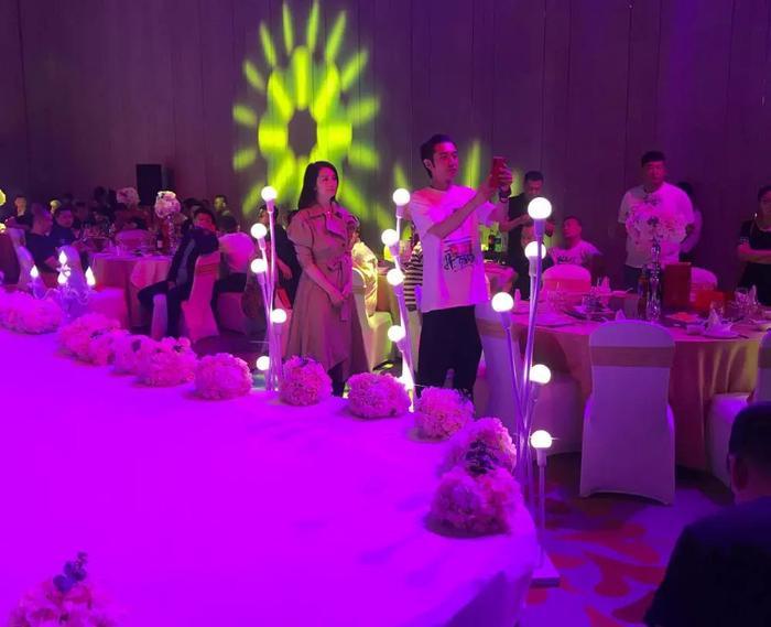 Hồng Hân bất ngờ cùng Trương Đan Phong dự đám cưới, thân mật âu yếm như chưa từng có chuyện gì xảy ra ảnh 3