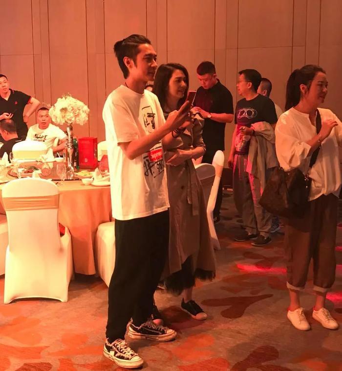 Hồng Hân bất ngờ cùng Trương Đan Phong dự đám cưới, thân mật âu yếm như chưa từng có chuyện gì xảy ra ảnh 4