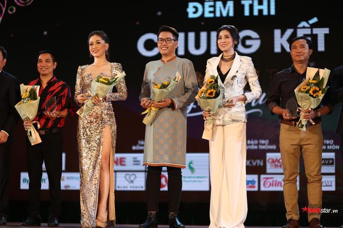 Ban giám khảo hội tụ những gương mặt nổi tiếng như Đạo diễn Đỗ Thanh Hải, nhà báo Ngô Bá Lục, Á hậu Dương Tú Anh, Á hậu Bùi Phương Nga và MC Vũ Trần Nam Linh.