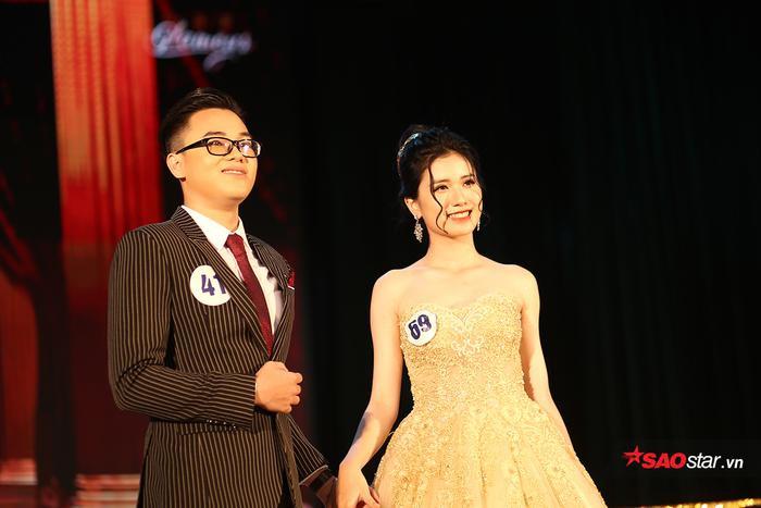 Lâm Khánh Chi - nữ sinh từng gây sốt khi cổ vũ đội tuyển bóng đá Việt Nam cũng góp mặt trong cuộc thi nhan sắc của trường.