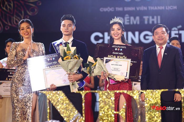 Cuộc thi Đại sứ ĐH Kinh tế Quốc dân khép lại với kết quả viên mãn, những giải thưởng được trao cho các thí sinh một cách xứng đáng.