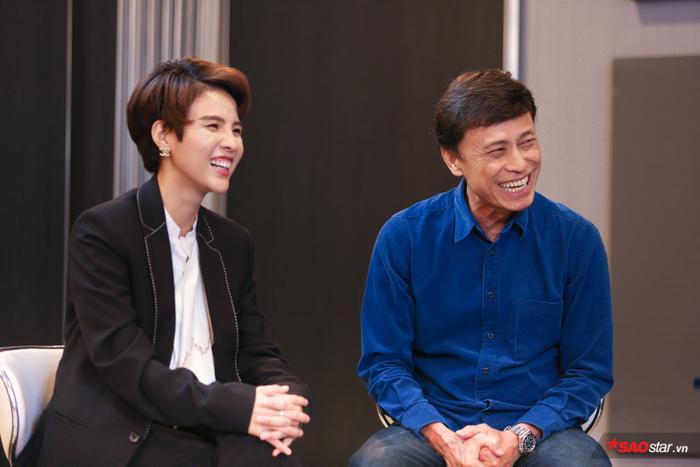 Những nụ cười không ngớt trên ghế cố vấn của Vũ Cát Tường cùng với HLV Tuấn Ngọc