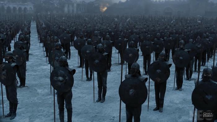 Đoàn quân Unsullied đông đảo, cho thấy ưu thế của Daenerys.