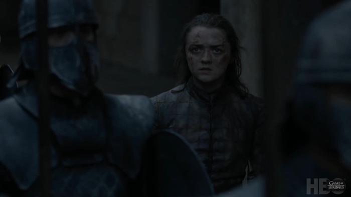 Arya Stark cùng ánh nhìn khó hiểu.