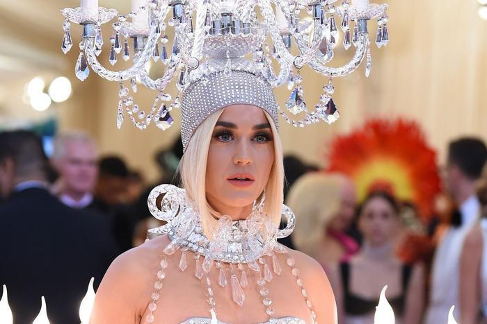 Sự sáng tạo không chỉ dừng lại ở những MV của Katy Perry mà nó còn được hiện thực hóa cả trong thời trang ăn mặc của cô nàng.