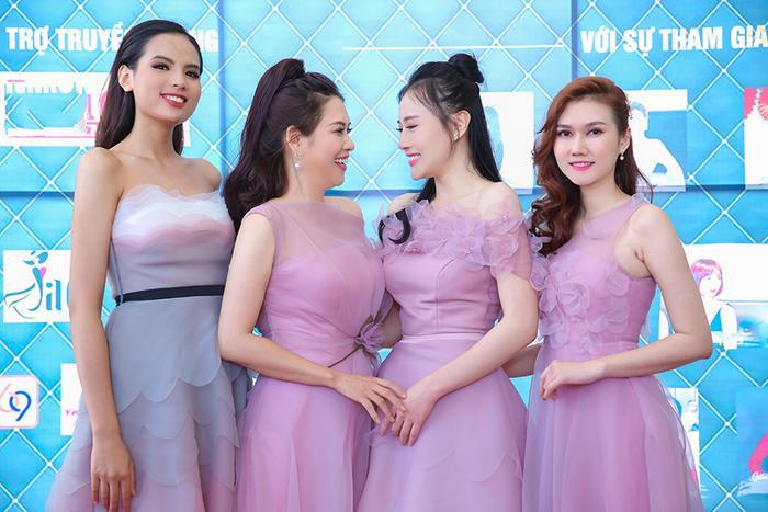 Tiêu Ngọc Linh, Hà Hương, Phương Oanh và Hương Giang khoe sắc ngọt ngào