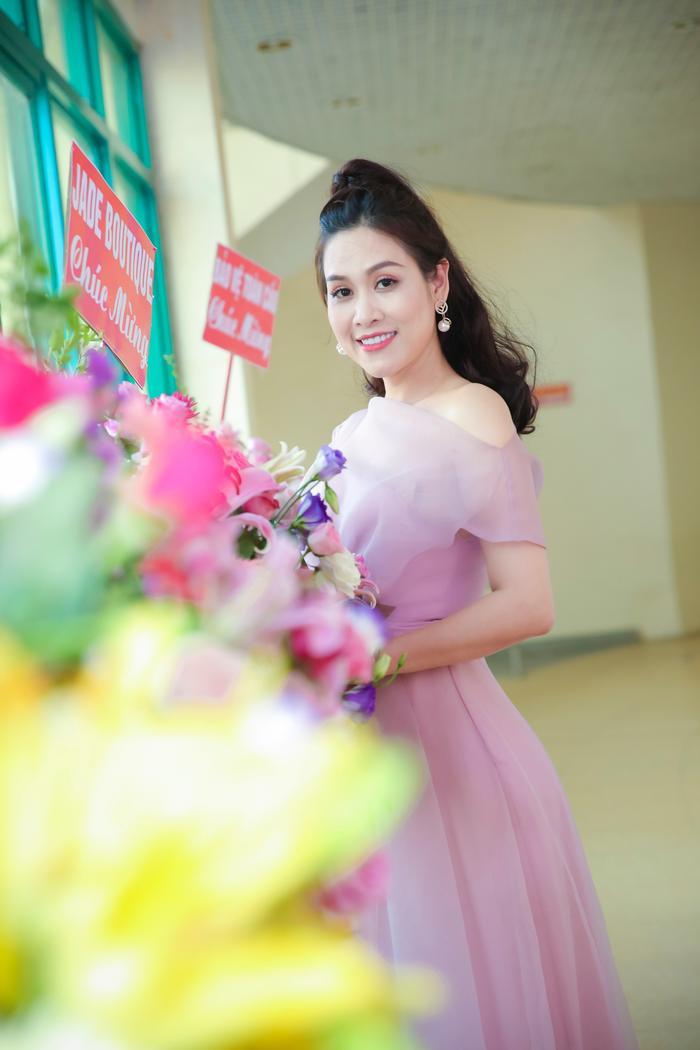 Dù đã là gái 2 con nhưng Hà Hương vẫn săn chắc và quyến rũ