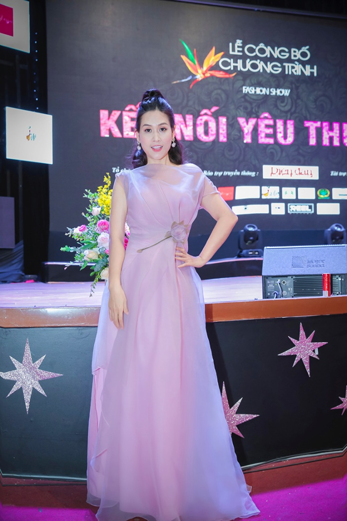 Chị đại thảo mai lẫy lừng Hà Hương xinh đẹp ở tuổi 37