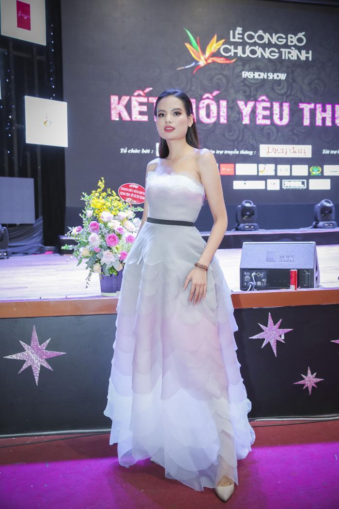 Top 5 hoa hậu Hoàn vũ Việt Nam gợi cảm với chiếc đầm cúp ngực