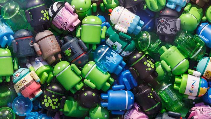 Đã hơn 10 năm kể từ khi Google giới thiệu phiên bản Android đầu tiên tới người dùng vào năm 2008. Kể từ thời điểm đó, hệ điều hành di động này đã có mặt trên 2 tỷ thiết bị và thực tế chính là chiếc điện thoại vận hành 9 trên 10 chiếc điện thoại được bán ra trên toàn thế giới. Với việc Google tiếp tục giới thiệu Android Q tại Google I/O 2019, Android không cho thấy dấu hiệu chững lại nào. Hãy thử xem hệ điều hành này đã biến đổi ra sao suốt những năm qua.