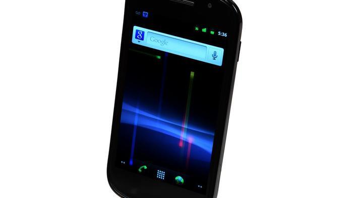 2.3 Gingerbread (2011): Với Gingerbread, thế giới được biến đến khái niệm công nghệ giao tiếp tầm gần (NFC) cho phép điện thoại kết nối với các thiết bị ở gần. Hệ điều hành này cũng cho phép người dùng Android video sử dụng camera trước và có thêm một trình tải về.