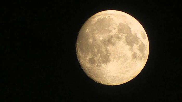 Mặt Trăng thân yêu của chúng ta không hề yên bình như chúng ta nghĩ.