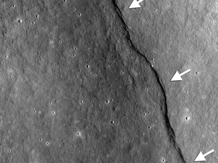 Những đường nứt gãy mới được phát hiện trên bề mặt Mặt Trăng.