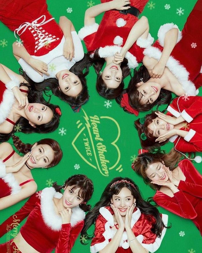 Ca khúc ra mắt vào dịp gần ngày Giáng Sinh.