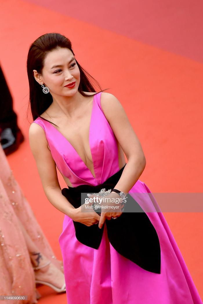 Thảm đỏ Cannes 2019 ngày 1: Củng Lợi kém sắc, Chompoo Araya thần thái cùng Jessica sang chảnh ảnh 16
