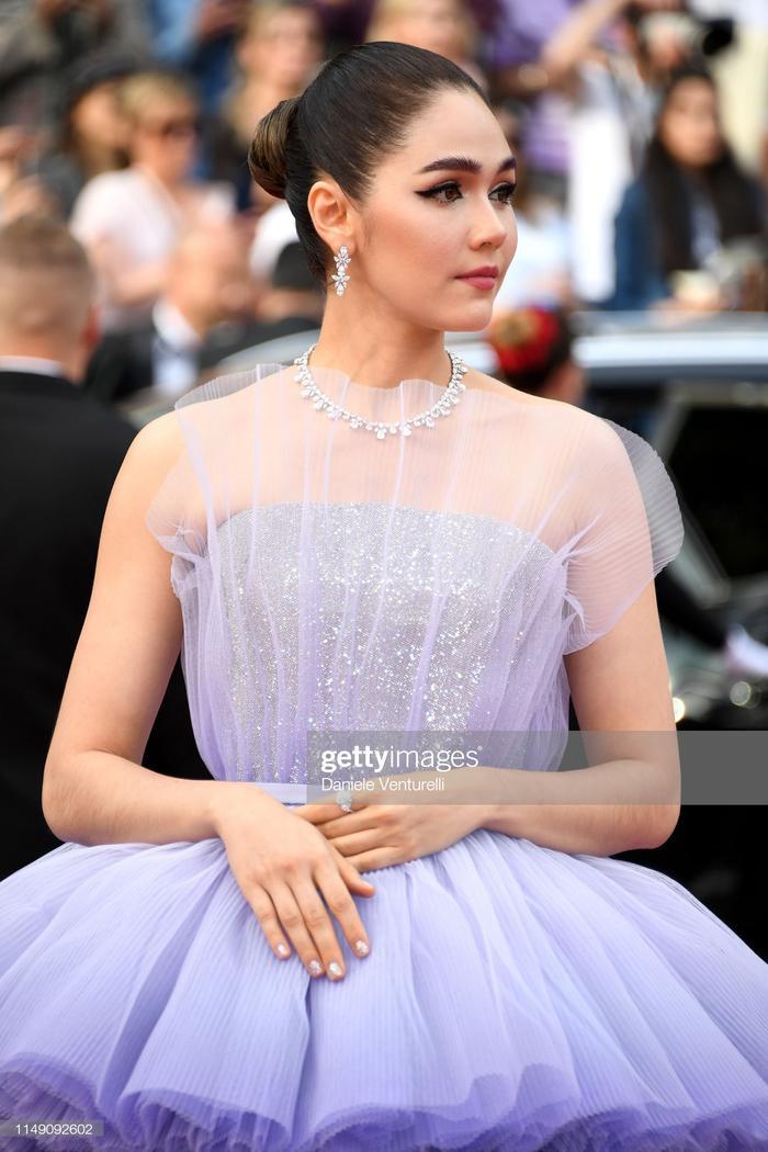 Thảm đỏ Cannes 2019 ngày 1: Củng Lợi kém sắc, Chompoo Araya thần thái cùng Jessica sang chảnh ảnh 3