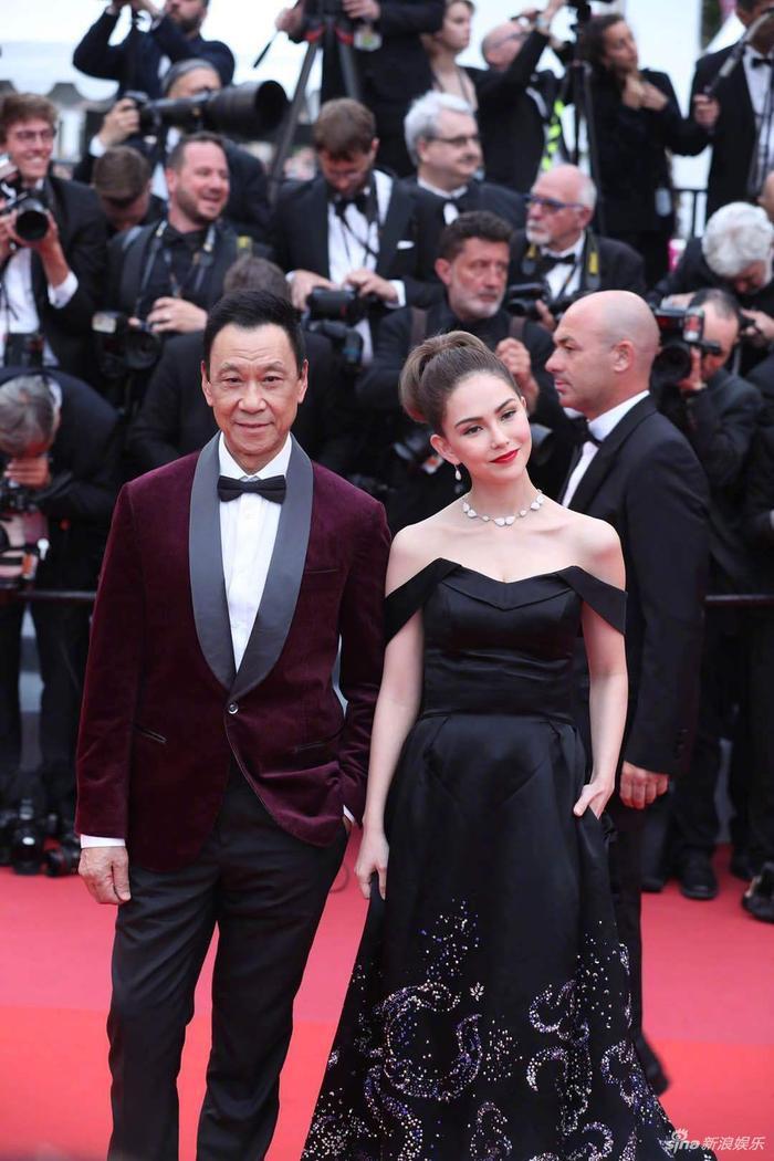 Chồng nhà người ta: Châu Kiệt Luân thuê chuyên cơ chở vợ đến LHP Cannes 2019, chủ tịch giả làm fan đứng từ xa để ngắm ảnh 5