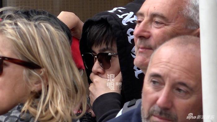 Chồng nhà người ta: Châu Kiệt Luân thuê chuyên cơ chở vợ đến LHP Cannes 2019, chủ tịch giả làm fan đứng từ xa để ngắm ảnh 1