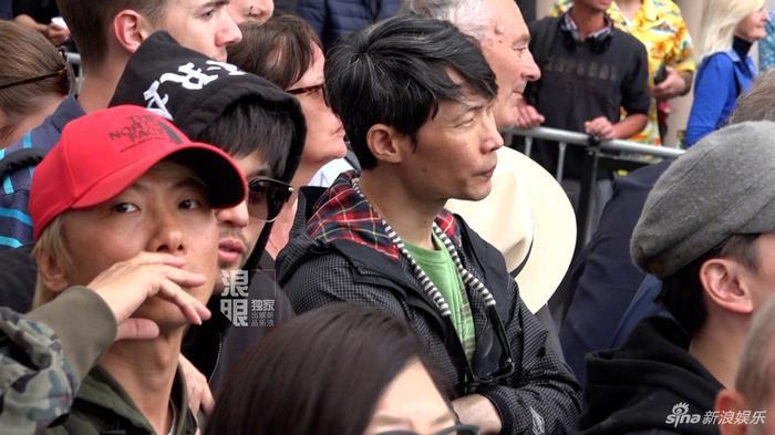 Chồng nhà người ta: Châu Kiệt Luân thuê chuyên cơ chở vợ đến LHP Cannes 2019, chủ tịch giả làm fan đứng từ xa để ngắm ảnh 2