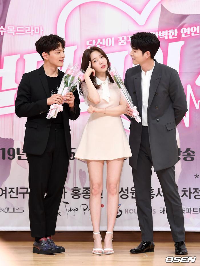 Họp báo Absolute Boyfriend: Yeo Jin Goo rạng rỡ, Minah (Girls Day)  Hong Jong Hyun thân mật quá mức ảnh 15